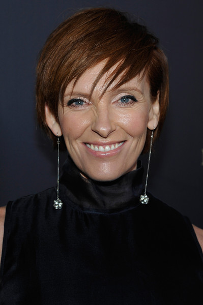 Toni Collette Short Cut With Bangs [red carpet,drawing,hair,eyebrow,human hair color,hairstyle,chin,beauty,smile,bangs,forehead,blond,toni collette,musician,hair,eyebrow,human hair color,usa,black tie,gday los angeles gala,toni collette,muriels wedding,actor,film,television producer,film producer,image,musician,drawing]