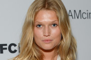 Toni Garrn Medium Wavy Cut