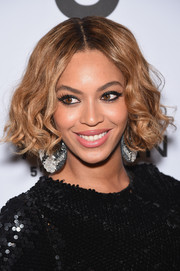 Beyonce Knowles showed off her new curled-out bob at the Topman New York City flagship opening dinner.