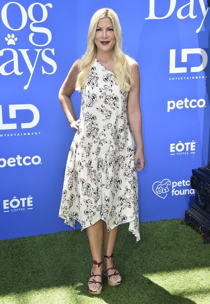 Tori Spelling Wedges [dog days,clothing,dress,premiere,hairstyle,cocktail dress,fashion,footwear,electric blue,long hair,carpet,arrivals,tori spelling,westfield century city,california,ld entertainment,premiere]