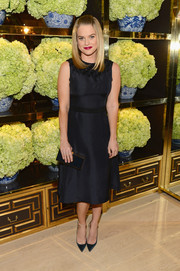 Alice Eve matched her LBD with a navy Tory Burch Frete clutch.