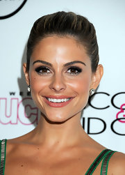 Maria Menounos wore a glossy warm strawberry lipstick at the 4th Annual 'In Touch Weekly' Icons & Idols Celebration.