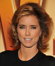Tea Leoni wore an exquisite pair of 2.5-carat old European-cut drop earrings at the premiere of 'The Heist.'