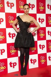 Eva Gonzales looked stunning in a black ruffled dress at the Tp De Oro awards.