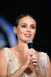 Laura Haddock worked a '20s-style chignon at the Japan premiere of 'Transformers: The Last Knight.'