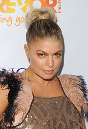 Fergie wore a vibrant shimmering tangerine shadow at The Trevor Project's 2011 Trevor Live!.