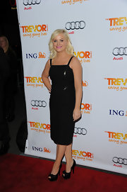 Amy Poehler accessorized her LBD with black satin peep-toe pumps complete with bow detailing.