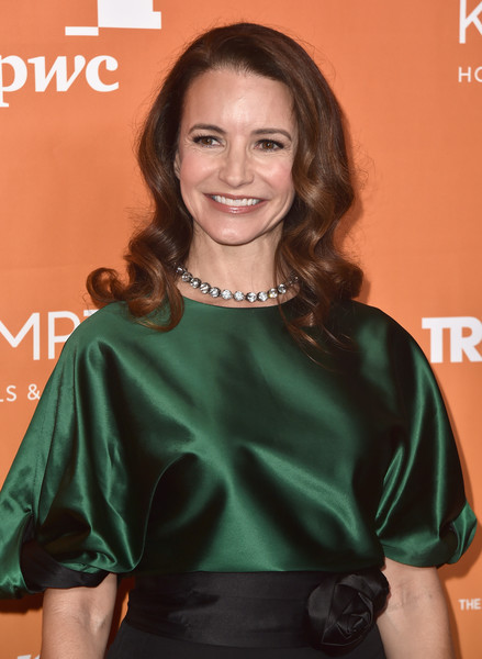 More Pics of Kristin Davis Medium Wavy Cut (1 of 8) - Kristin Davis Lookbook - StyleBistro