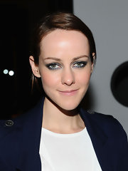 Jena Malone spiced up her look with metallic silver shadow. She rimmed her lower and upper lids to create a more dramatic effect.
