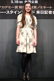 Hailee Steinfeld impressed in brown leather ankle boots, which balanced her ladylike frock.