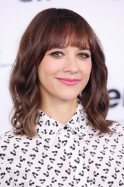 Rashida Jones looked cute with her shoulder-length waves and rounded bangs at the 2017 Turner Upfront.