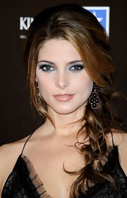 Ashley Greene showed off s sultry smoky eye in a light silver hue. Glam lashes and liner competed her look.