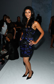 Reshma Shetty wore black pointy pumps with her strapless print dress for a totally chic look.