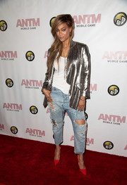 Tyra Banks went grunge-chic on the bottom half in a pair of torn boyfriend jeans.