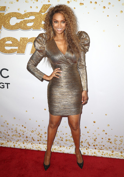 Tyra Banks Evening Pumps [season,americas got talent,fashion model,flooring,shoulder,hairstyle,carpet,joint,cocktail dress,long hair,dress,fashion,red carpet,tyra banks,california,hollywood,dolby theatre]