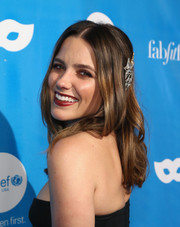 Sophia Bush wore a center-parted hairstyle with wavy ends at the UNICEF Next Generation Masquerade Ball.