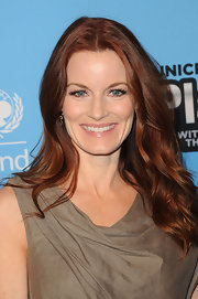 Laura Leighton wore her shiny auburn tresses in wind-blown waves at the UNICEF Playlist With the A-List event.