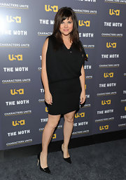 Tiffani Thiessen finished off her ensemble in classic style with a pair of black pointy pumps.
