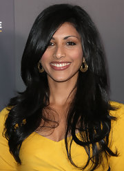 Reshma Shetty looked gorgeous wearing her lush locks in a dramatic side part.