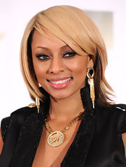 Keri Hilson paired her blond bob with decadent gold dangle earrings. It was a great match to her chain necklace.