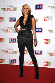 Keri wears a belted wrap top with a beaded collar to the VH1 Divas Salute The Troops.