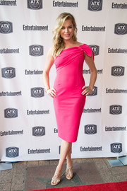Rebecca Romijn polished off her look with a pair of bedazzled sandals.