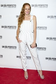 Maria Castro was trendy and cool on the red carpet in gray and white striped overalls during the Madrid premiere of 'Un Dia Perfecto.'