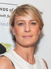 Robin Wright worked a short 'do with emo bangs at the United Friends of the Children dinner.
