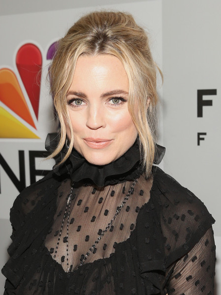 Melissa George was sexily coiffed with this messy updo at the Universal Golden Globes after-party.