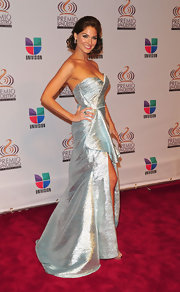 Bianca Soto certainly brought the drama in this almost blue silver dress. The high slit hit all the right places.