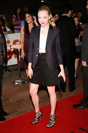 Amanda Seyfried looked downtown chic in back long shorts and a navy blue blazer.
