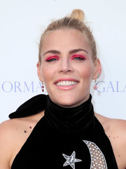 Busy Philipps went for a striking beauty look with heavy pink eyeshadow.