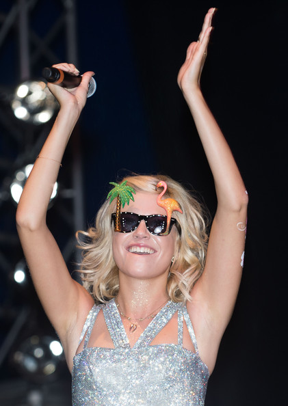 More Pics of Pixie Lott Print Sunglasses (5 of 14) - Print Sunglasses Lookbook - StyleBistro []