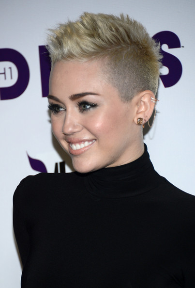 More Pics Of Miley Cyrus Nose Piercing 21 Of 29 Body Piercings