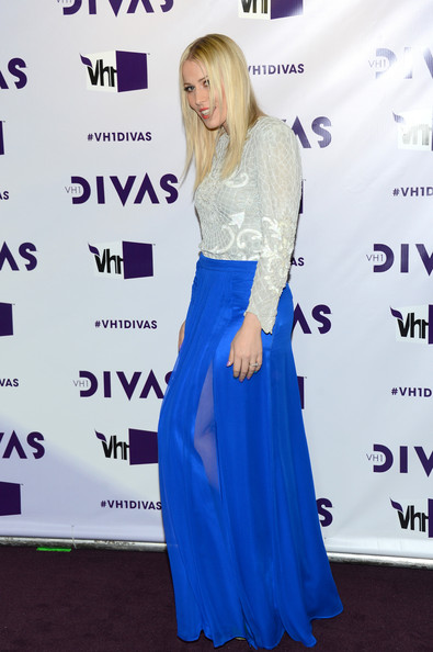 More Pics of Natasha Bedingfield Long Skirt (4 of 9) - Natasha Bedingfield Lookbook - StyleBistro