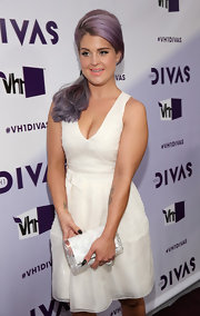 Kelly Osbourne grabbed a clear lucite clutch before heading to VH1 Divas 2012.