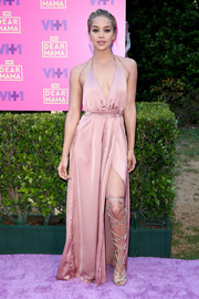 Jasmine Sanders looked ravishing in a high-slit pink halter gown while attending VH1's Dear Mama event.