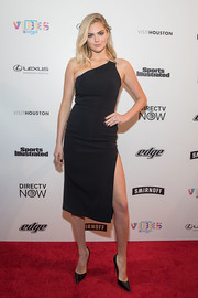 Kate Upton attended the VIBES by Sports Illustrated Swimsuit 2017 launch wearing a leg-flaunting one-shoulder dress by David Koma.