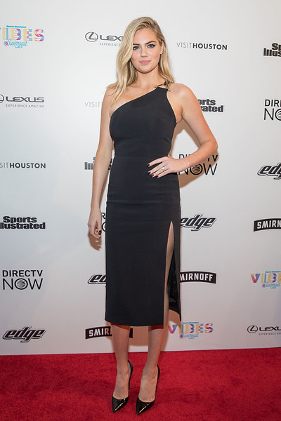 More Pics of Kate Upton One Shoulder Dress (1 of 8) - Kate Upton Lookbook - StyleBistro