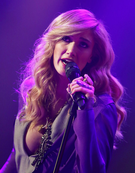 Delta Goodrem's long wavy 'do at the VRC Oaks Club luncheon had a glam Old Hollywood feel.