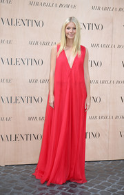 Gwyneth Paltrow arrived for the Valentino fashion show looking grand in a deep-V red gown from the label.