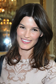 Hanneli Mustaparta's shoulder-length hair was kept simple with a center part and very subtle wave.
