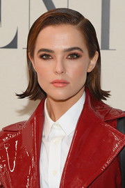 Zoey Deutch finished off her beauty look with a soft pink lip.