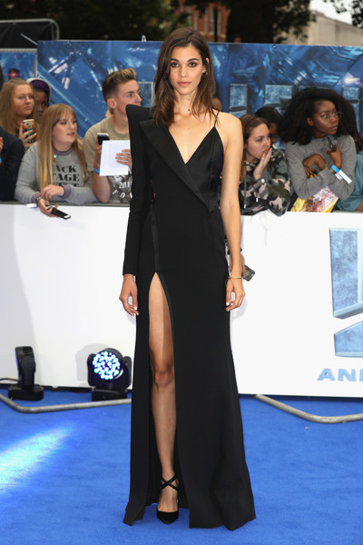 Pauline Hoarau finished off her outfit with a pair of black cross-strap pumps.