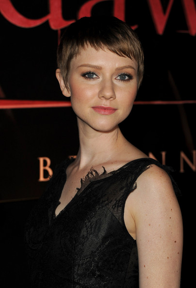 Valorie Curry Pixie [the twilight saga: breaking dawn - part 1,red carpet,hair,face,hairstyle,beauty,eyebrow,chin,lip,fashion,forehead,bangs,valorie curry,nokia theatre l.a. live,california,los angeles,summit entertainment,premiere,premiere]
