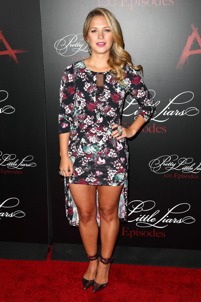 Vanessa Ray Print Dress Vanessa Ray Looks Stylebistro