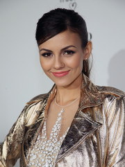 Victoria Justice swept her hair back into a casual pony for the Fiat Young Hollywood celebration.