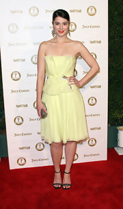 Mary Elizabeth Winstead wore this strapless pastel yellow dress to the Vanity Fair anniversary party.
