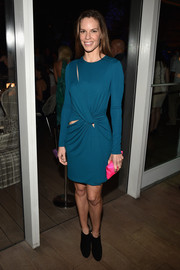 Hilary Swank's hot-pink Anya Hindmarch satin clutch made a striking color contrast to her blue dress.