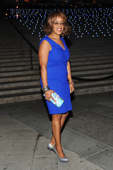 Gayle King livened up her royal blue dress with this aqua floral clutch at the 'Vanity Fair' party.